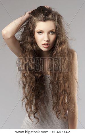 Curly menina fresca
