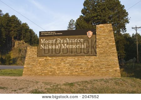 Mount Rushmore Sign