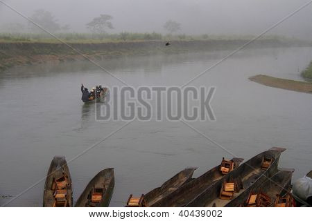 Travel Nepal: Canoe Riding In Chitwan National Park