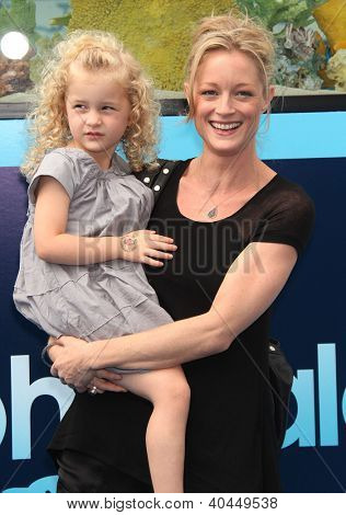 LOS ANGELES - AUG 16:  TERI POLO & BAYLEY arriving to