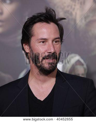 LOS ANGELES - OCT 24:  Keanu Reeves arriving to