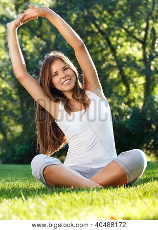 .attractive Young Woman Doing Yoga In Park
