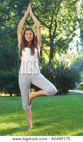 .attractive Young Woman Doing Yoga