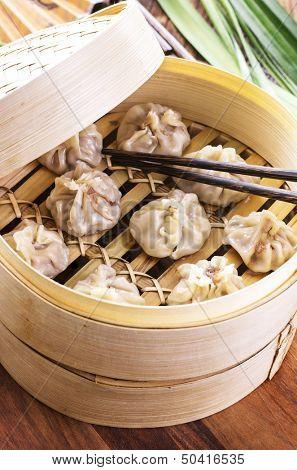 dumplings in bamboos steamer