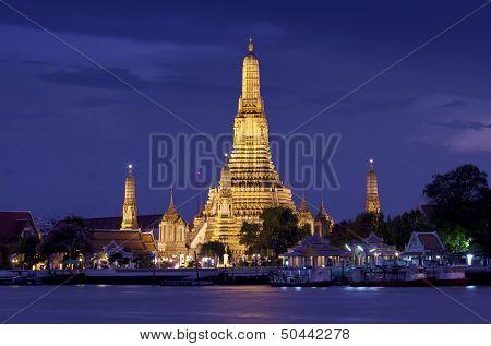 Pra Prang of Wat Arun, Famous Thai temple - Thailand landmark