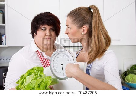 Diet Course: Fat Woman Will Loosing Weight With A Dietitians.