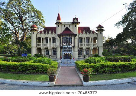 Building At Sanamchan Palace