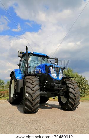 New Holland T7.185 Agricultural Tractor On Display, Vertical View