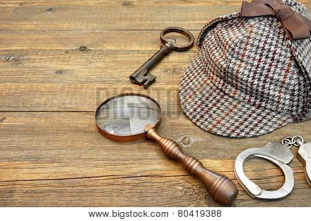 Sherlock Holmes Cap Famous As Deerstalker, Key, Handcuffs And Magnifier