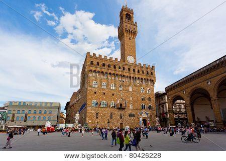 Tourists on Signoria Square near Palazzo Vecchio