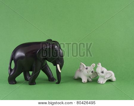 baby elephant figurines with mother