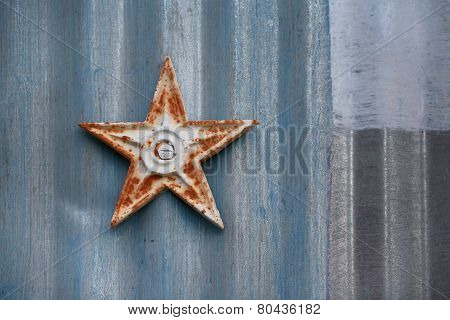 Metal star and barn