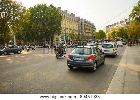 PARIS - SEP 06: cars on street on September 06, 2014 in Paris, France. Paris, aka City of Love, is a popular travel destination and a major city in Europe