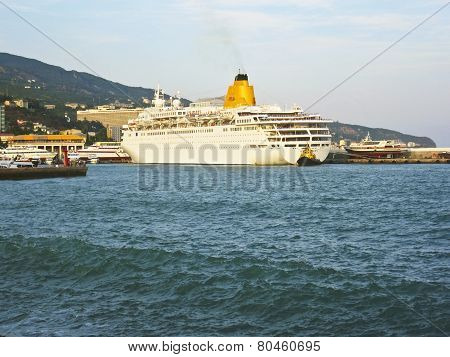 Big Cruise Ship, Yalta