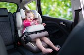 Постер, плакат: Little Girl In Car Seat