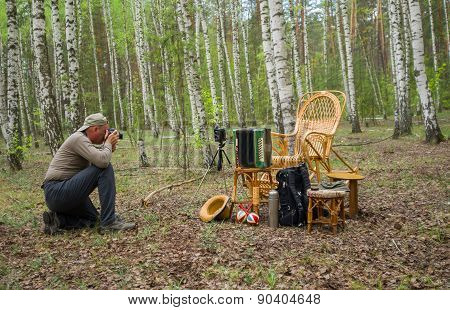 Mature photographer making an outdoor photo session