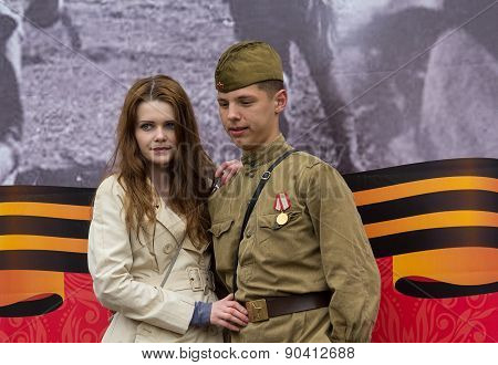 Donetsk - May, 9, 2015: Girl Photographed With A Guy In The Form Of The Red Army At The Celebration