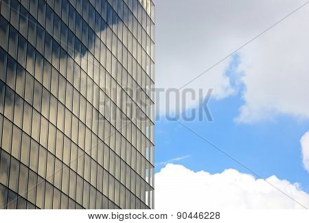 Unstable reflections of clouds on the windows,   inscription of the time which passes