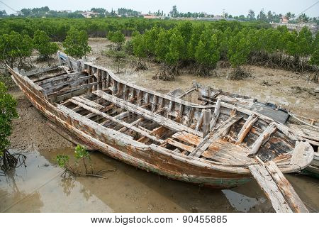 old boat wreck with interesting patterns