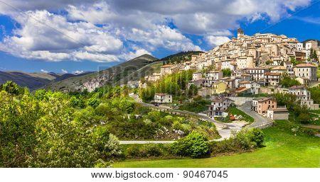 Castel del Monte - pictorial hilltop village in Abruzzo, Italy