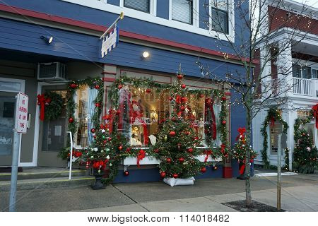 Elizabeth Blair's Fine Pearls Store Decorated for Christmas