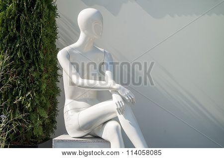 Design A Sculpture For The Garden Of Clay