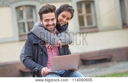 Woman hugging his man in the city