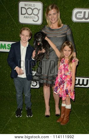 LOS ANGELES - JAN 9:  Alison Sweeney, children at the The CW World Dog Awards at the Barker Hanger on January 9, 2016 in Santa Monica, CA