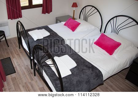 Single Bed Room In A Modern And Bright House