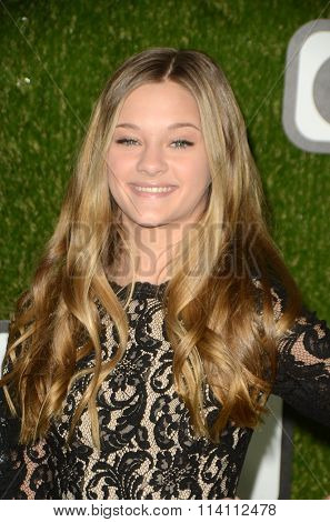 LOS ANGELES - JAN 9:  Lizzy Greene at the The CW World Dog Awards at the Barker Hanger on January 9, 2016 in Santa Monica, CA