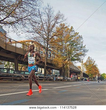 Eliud Kiptanui running Berlin Marathon 2014