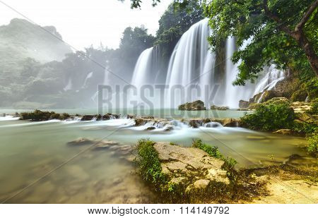 Ban Gioc Waterfall flickers inside foliage