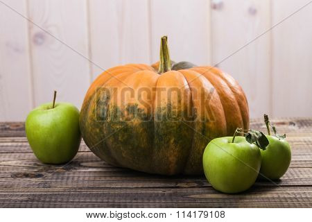 One Pumpkin And Three Apples