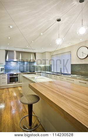 Spacious Contemporary Kitchen