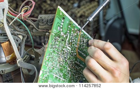 The Process Of Soldering Microcircuit Tv
