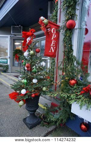 Christmas Tree Outside Elizabeth Blair's Fine Pearls store