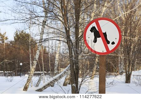 Sign forbidding dog walking in park.