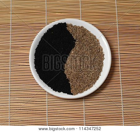 Yin Yang Yellow Seeds Black Cumin White Plate  Bamboo Mat