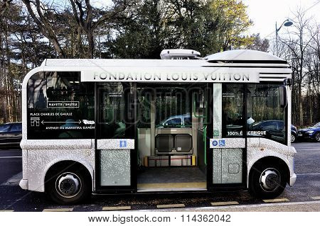 Electric Buses To Transport Visitors To The Foundation Louis Vuitton