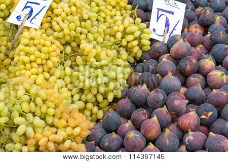 Figs and grapes at a market