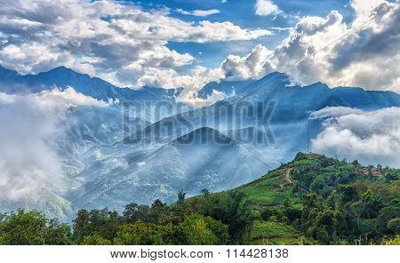 Sun ray atop cloudbase Y Ty, Lao Cao, Vietnam