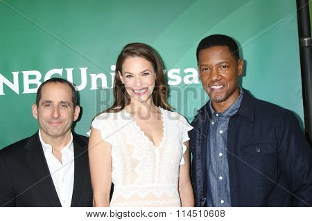 LOS ANGELES - JAN 14:  Peter Jacobson, Amanda Righetti, Tory Kittles at the NBCUniversal Cable TCA Press Day Winter 2016 at the Langham Huntington Hotel on January 14, 2016 in Pasadena, CA