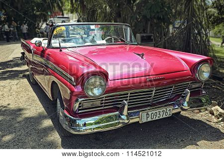 CUBA, HAVANA-JUNE 26, 2015: Classic american car on a street in Havana