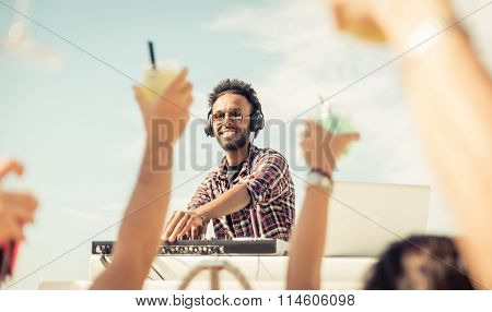 dj set on the beach