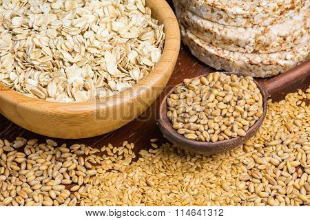 Whole wheat grains, seeds and buckwheat cakes