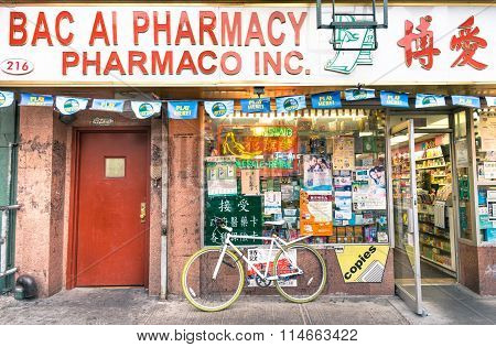 Chinese Farmacy In The Heart Of Chinatown - Manhattan New York City