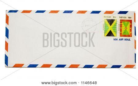 Envelope isolado no fundo branco