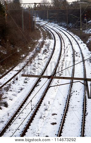 Railroad track and electrical traction during the winter