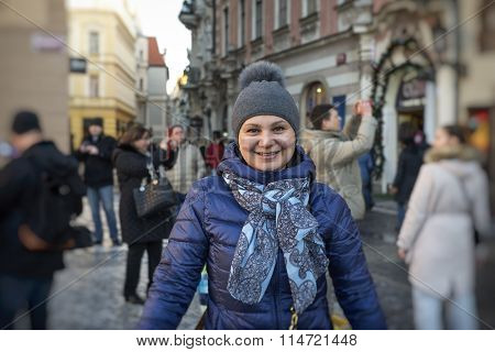 30-35 years old woman in autumn coat walks through the city