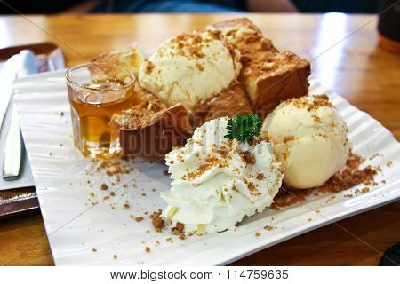 Toast Bread Pudding With Ice Cream